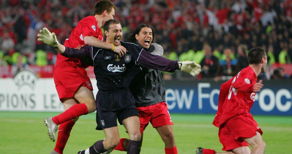 d04092f80 Piłkarze Liverpoolu podczas finału Ligi Mistrzów z 2005 roku (fot. Getty)