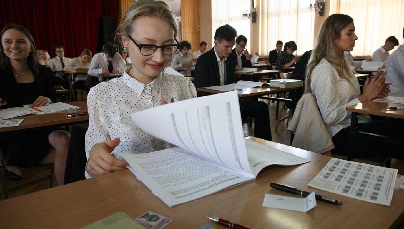 Zmiany mają sprawić, że nie będzie kłopotu z kwalifikacją tegorocznych maturzystów do egzaminu (fot. arch. PAP/Lech Muszyński)