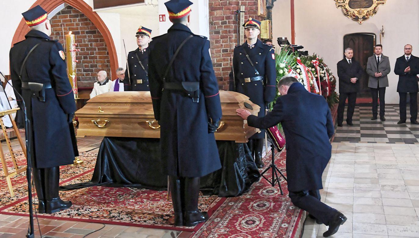Prezydent podczas uroczystości pogrzebowych posłanki Jolanty Szczypińskiej (fot. PAP/Adam Warżawa)