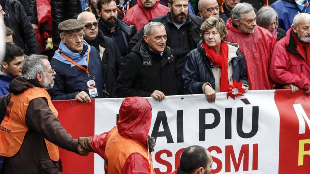 Manifestacja antyrasistowska i antyfaszystowska w Rzymie (fot. PAP/EPA/GIUSEPPE LAMI)