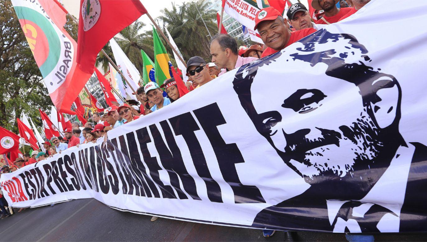Luiz Inacio Lula da Silva jest zdecydowanym liderem przedwyborczych sondaży (fot. PAP/EPA/Joedson Alves)
