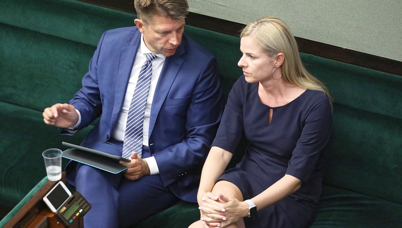 Poseł koła Liberalno-Społeczni Ryszard Petru (L) i posłanka Joanna Schmidt (P) podczas 68. posiedzenia Sejmu (fot. PAP/Tomasz Gzell)