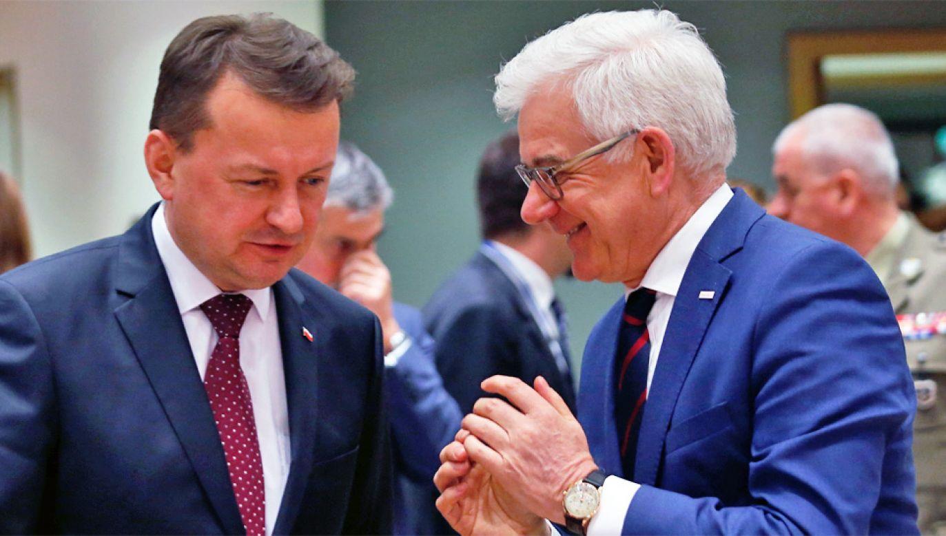 Szefowie MON i MSZ Mariusz Błaszczak i Jacek Czaputowicz (fot. PAP/EPA/JULIEN WARNAND)