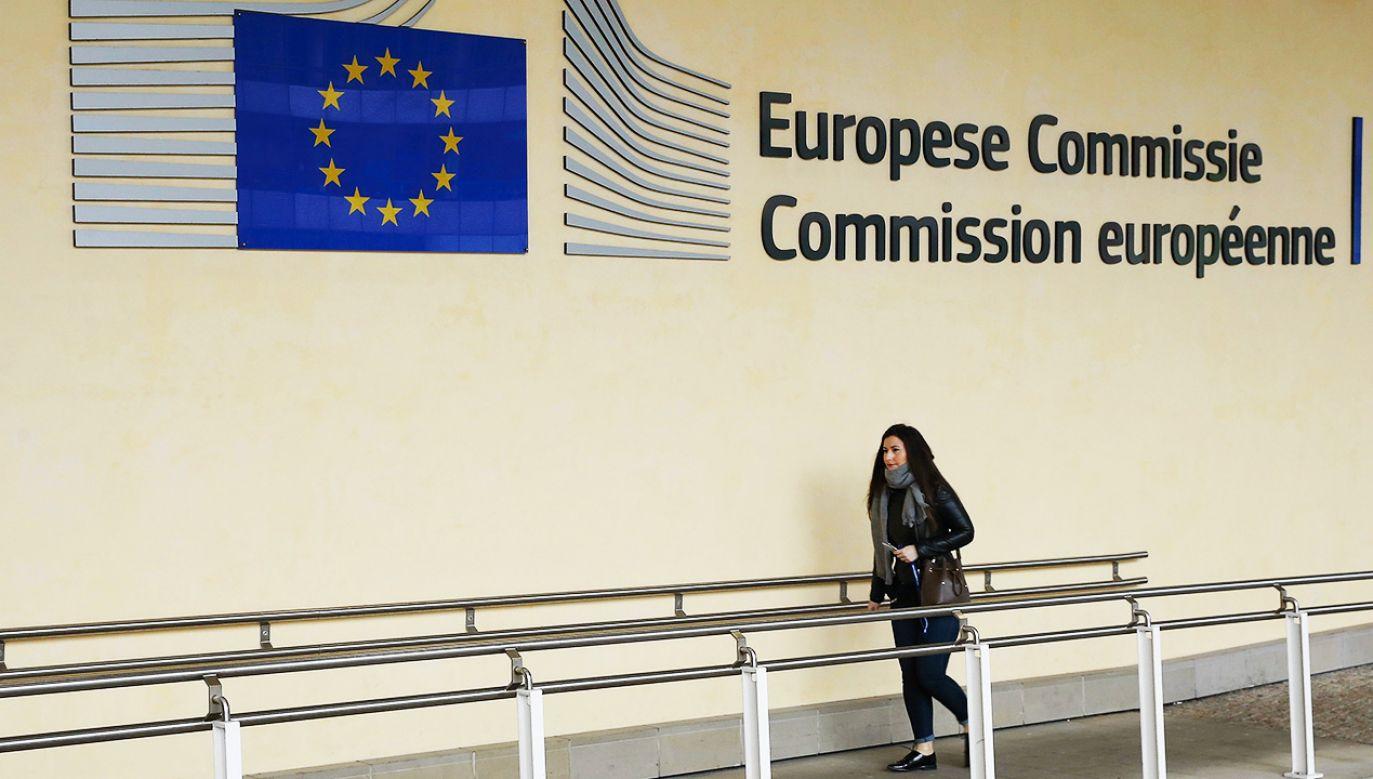 Komisja zdecydowała się skierować pozew do unijnego Trybunału Sprawiedliwości w Luksemburgu (fot. Dursun Aydemir/Anadolu Agency/Getty Images)