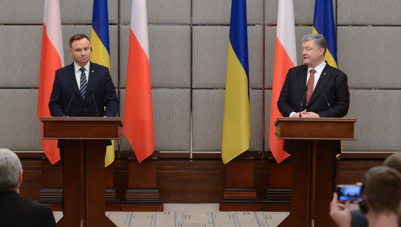 Prezydent RP Andrzej Duda (L) i prezydent Ukrainy Petro Poroszenko (P)  (fotPAP/Jakub Kamiński