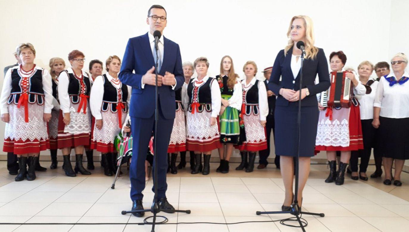 Premier Mateusz Morawiecki odwiedził  Koło Gospodyń Wiejskich w Zabrodziu (fot. TT/KPRM)