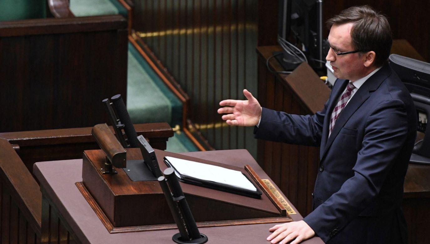 Minister sprawiedliwości i prokurator generalny Zbigniew Ziobro na sali sejmowej  (fot. PAP/Radek Pietruszka)