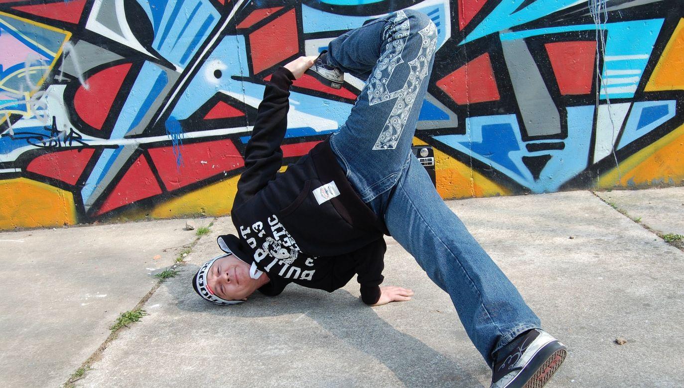 Breakdance to akrobatyczna forma tańca (fot. Pixabay/Robert2000)
