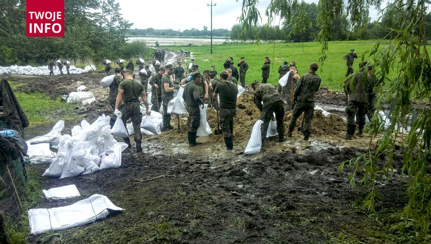 Do akcji wezwano żołnierzy Wojsk Obrony Terytorialnej (fot. TVP Info)