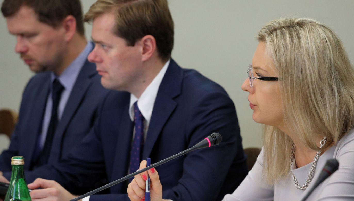 Członkowie sejmowej komisji śledczej ds. Amber Gold: Wojciech Zubowski (L), Jarosław Krajewski (C) i przewodnicząca Małgorzata Wassermann (P) (fot. PAP/Tomasz Gzell)