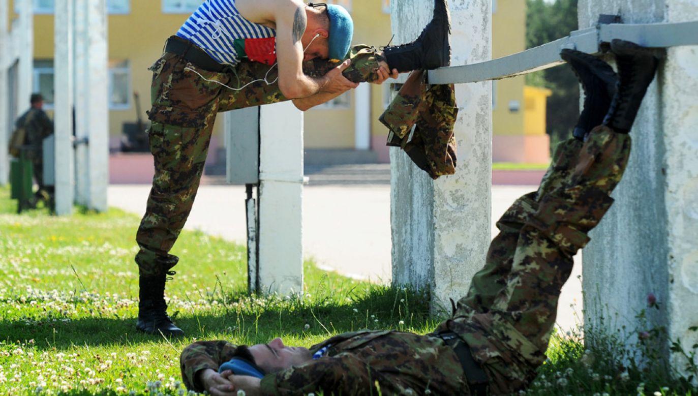 """Białoruskie wojsko zmaga się ze zjawiskiem """"fali"""" (fot. Viktor Drachev\TASS via Getty Images)"""