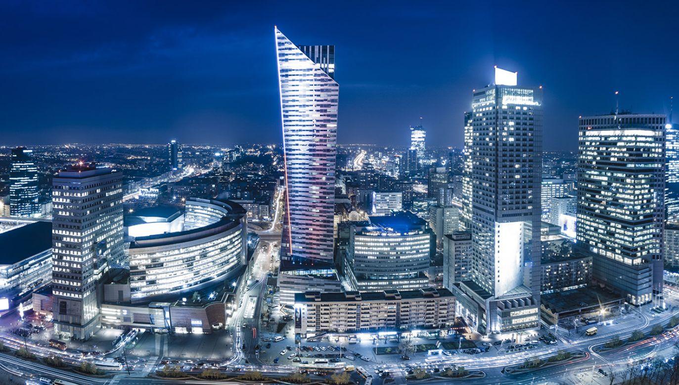 """Agencja potwierdza rating Polski na poziomie """"A–""""  (Shutterstock/Mike Mareen)"""