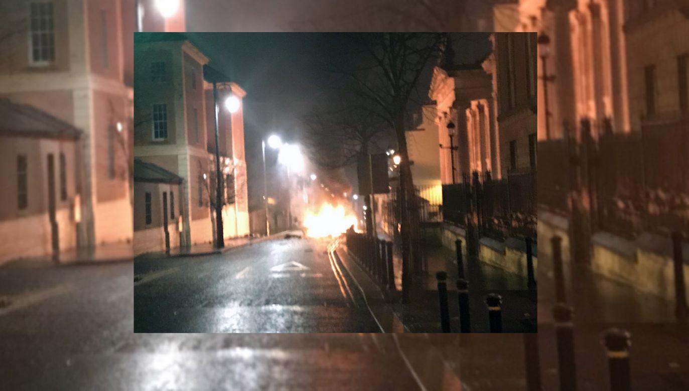 Do incydentu doszło w biznesowym centrum miasta, przy Bishop Street (fot. twitter.com/PSNIDCSDistrict)