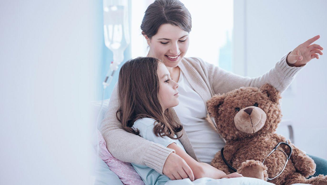 """""""Zdecydowaliśmy, że Narodowy Fundusz Zdrowia będzie pokrywał wszystkie koszty związane z pobytem rodzica"""" (fot. Shutterstock/Photographee.eu)"""