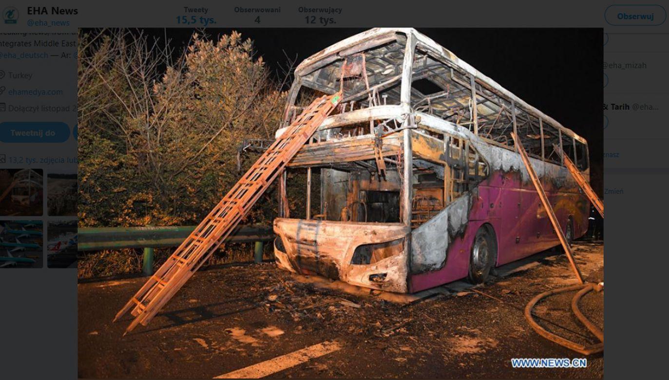 Co najmniej 26 osób zginęło w pożarze autobusu turystycznego  (fot. źródło: Twitter/@eha_news)