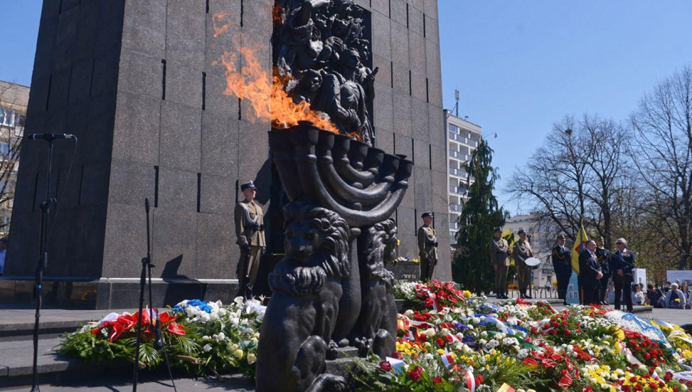 Uroczystości przed Pomnikiem Bohaterów Getta w Warszawie (fot. PAP/Marcin Obara)