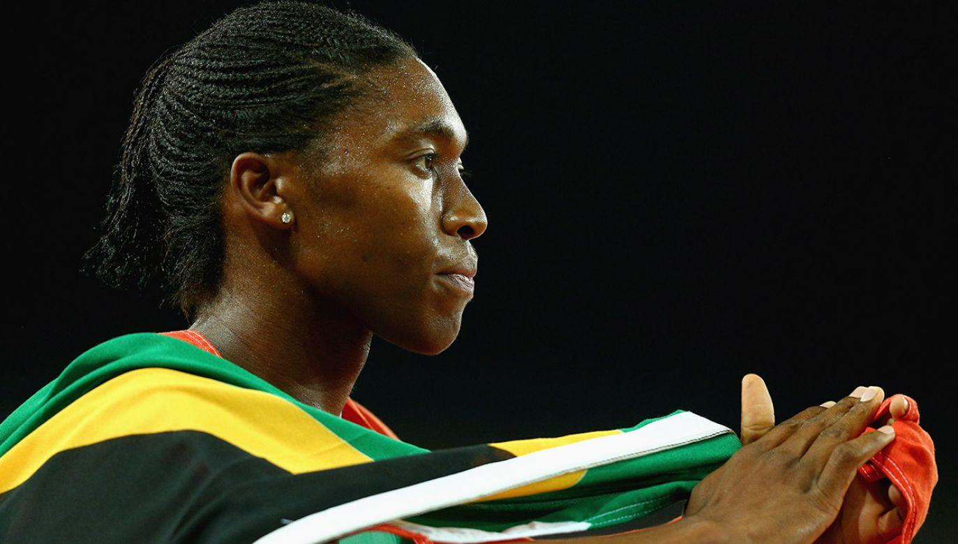 """Prawnicy IAAF wskazują, że Semenya powinna być klasyfikowana jako """"biologiczny mężczyzna, który określa swoją tożsamość jako kobieta"""" (fot. Michael Dodge/Getty Images)"""