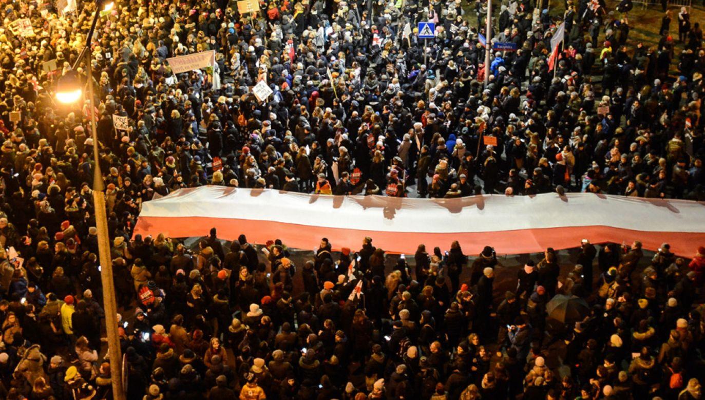 Protest kobiet w Warszawie przeciwko projektowi