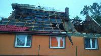 Zerwany dach domu w Żninie (fot. Radio Żnin)