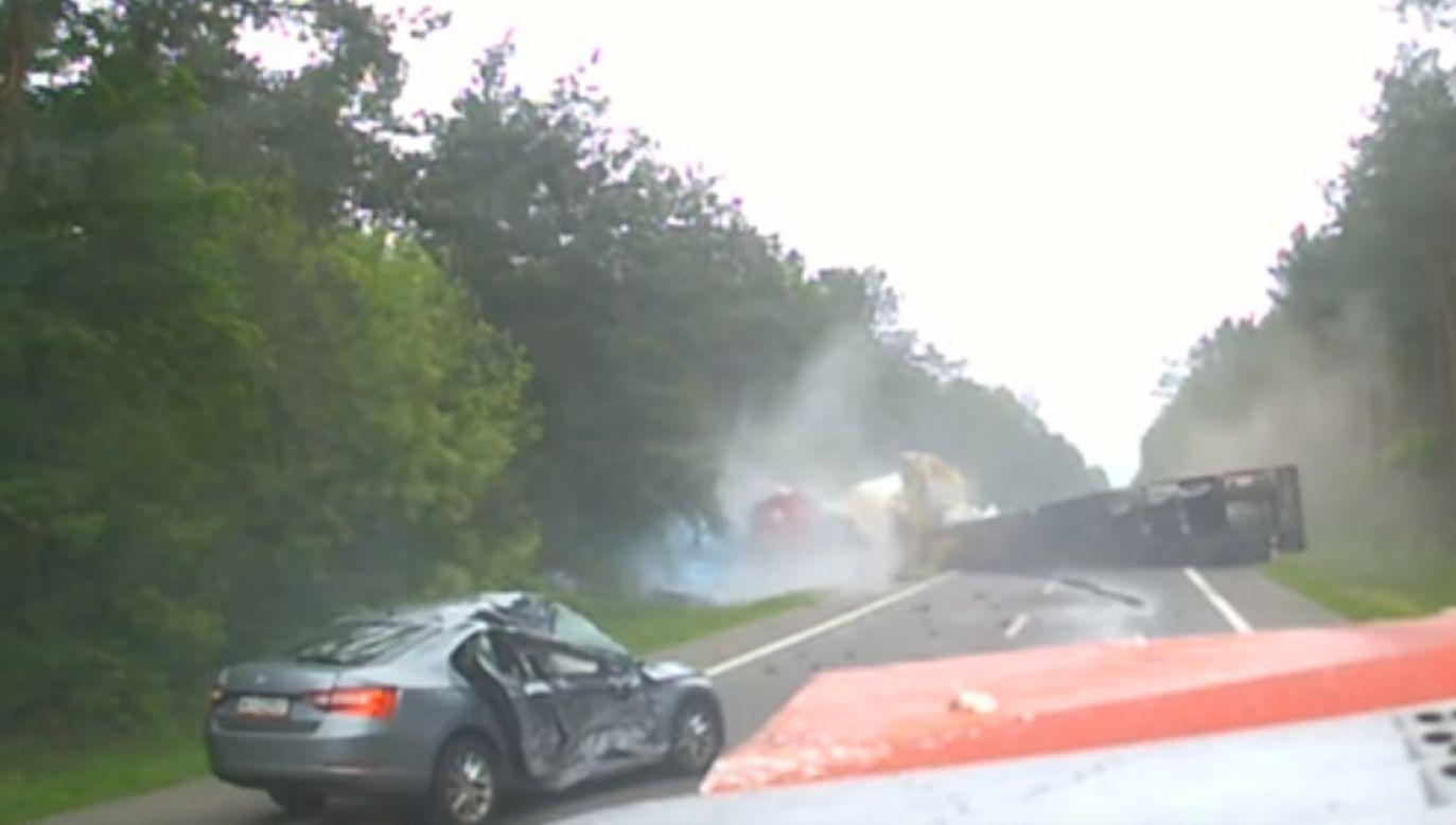 Jedna osoba ciężko ranna została przetransportowana śmigłowcem LPR do szpitala (fot.Youtube)