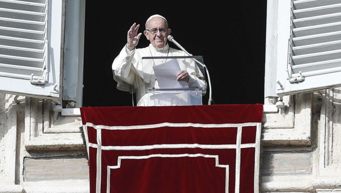 Papież przemawiał do wiernych, zgromadzonych na pl. św. Piotra w Rzymie (fot. PAP/EPA/RICCARDO ANTIMIANI)