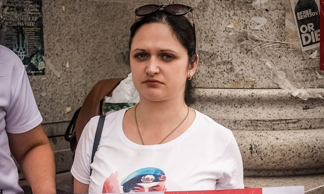 W Kijowie odbył się kolejny protest rodzin Ukraińców uwięzionych przez Rosjan. Uczestniczyła w nim żona żołnierza specnazu, Serhija Hlondara, który jest w niewoli od 2015 roku (fot. zbiory Moniki Andruszewskiej)