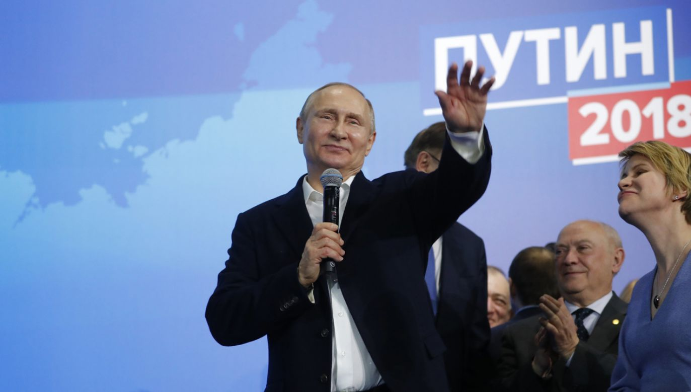 Władimir Putin dziękuje po zwycięztwie (fot. PAP/EPA/SERGEI ILNITSKY)