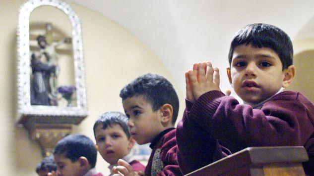 """""""Obecnie 47 szkół chrześcijańskich otrzymuje jedynie około połowy przysługujących im dotacji rządowych"""" (fot. REUTERS/Natalie Behring)"""