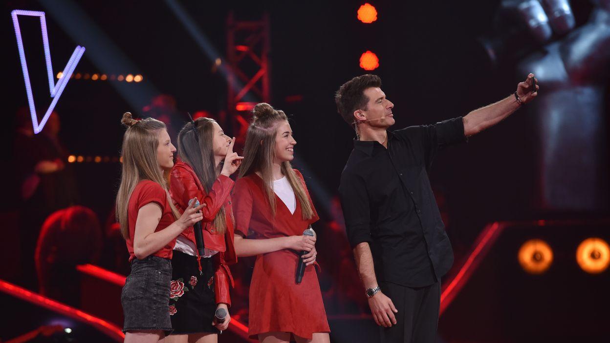Po tym występie nie tylko Tomasz Kammel zechciał zrobić sobie zdjęcie z Oktawią, Amelią i Misią... (Fot.I. Sobieszczuk/TVP)