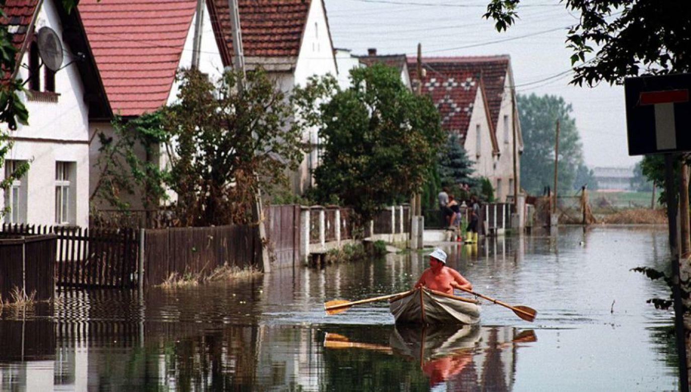 Chodzi o warunki zabudowy wydane dla działek położonych na terenach zagrożonych powodzią (fot. arch.PAP/Krzysztof Świderski)