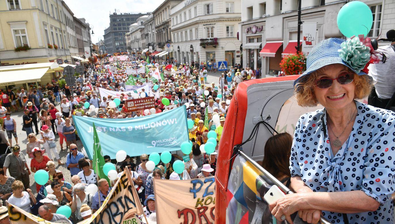 W paradzie uczestniczyło ponad 10 tys. osób (fot. arch. PAP/Jacek Turczyk)