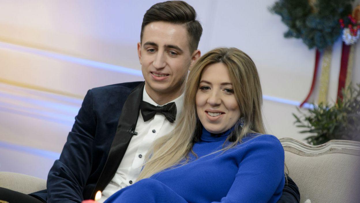 Małżeństwo nie kryło wzruszenia wracając wspomnieniami do dnia ślubu. A to dopiero początek ich wspólnej drogi (fot. TVP)