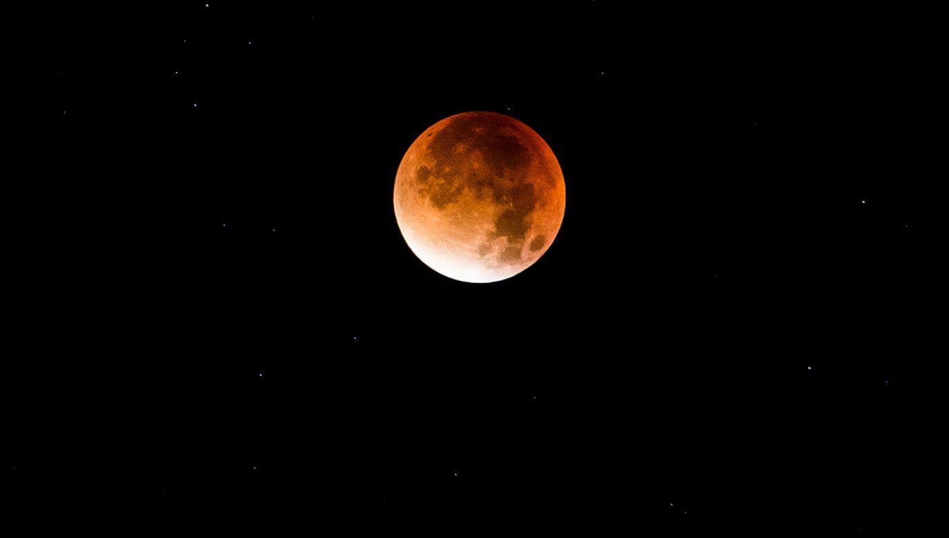 Wschód księżyca dziś nastąpi o 16:51 (fot. NurPhoto/NurPhoto/Getty Images)