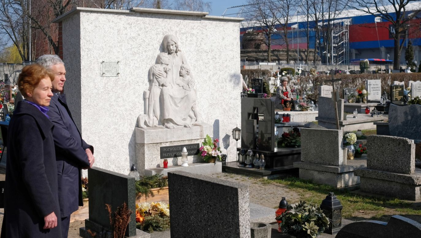 Uroczystości przy zbiorowej mogile na Cmentarzu Lipowym w Gliwicach (fot. PAP/Andrzej Grygiel)