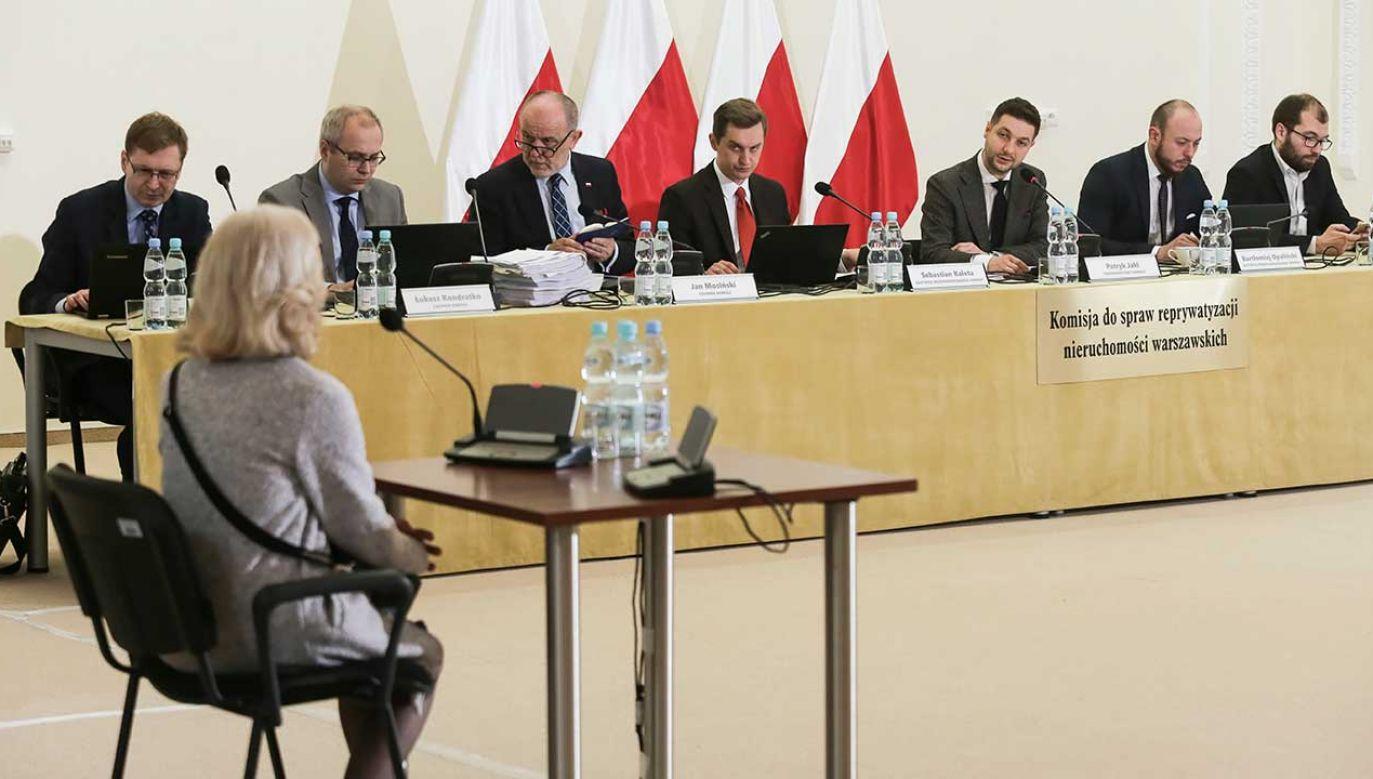 Zeznania byłych mieszkańców zreprywatyzowanych mieszkań przed komisją reprywatyzacyjną (fot. PAP/Wojciech Olkuśnik)