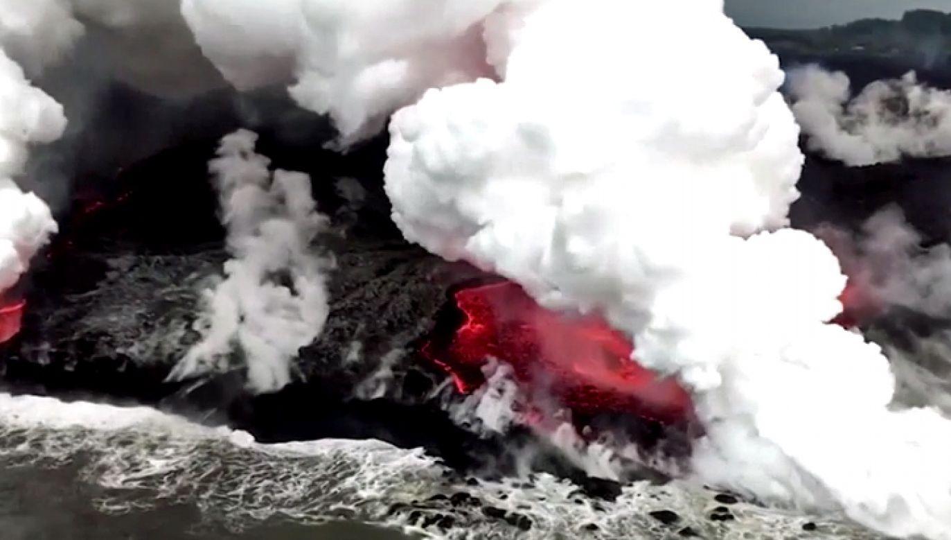 Wulkan ponownie wyrzucił lawę, pyły i gazy (fot. TVP Info)