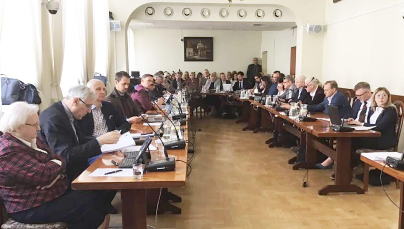 Radnym kazano przerwać sesję i opuścić budynek urzędu (fot. FB/Maciej Biskupski - Przewodniczący Rady Miasta Katowice)