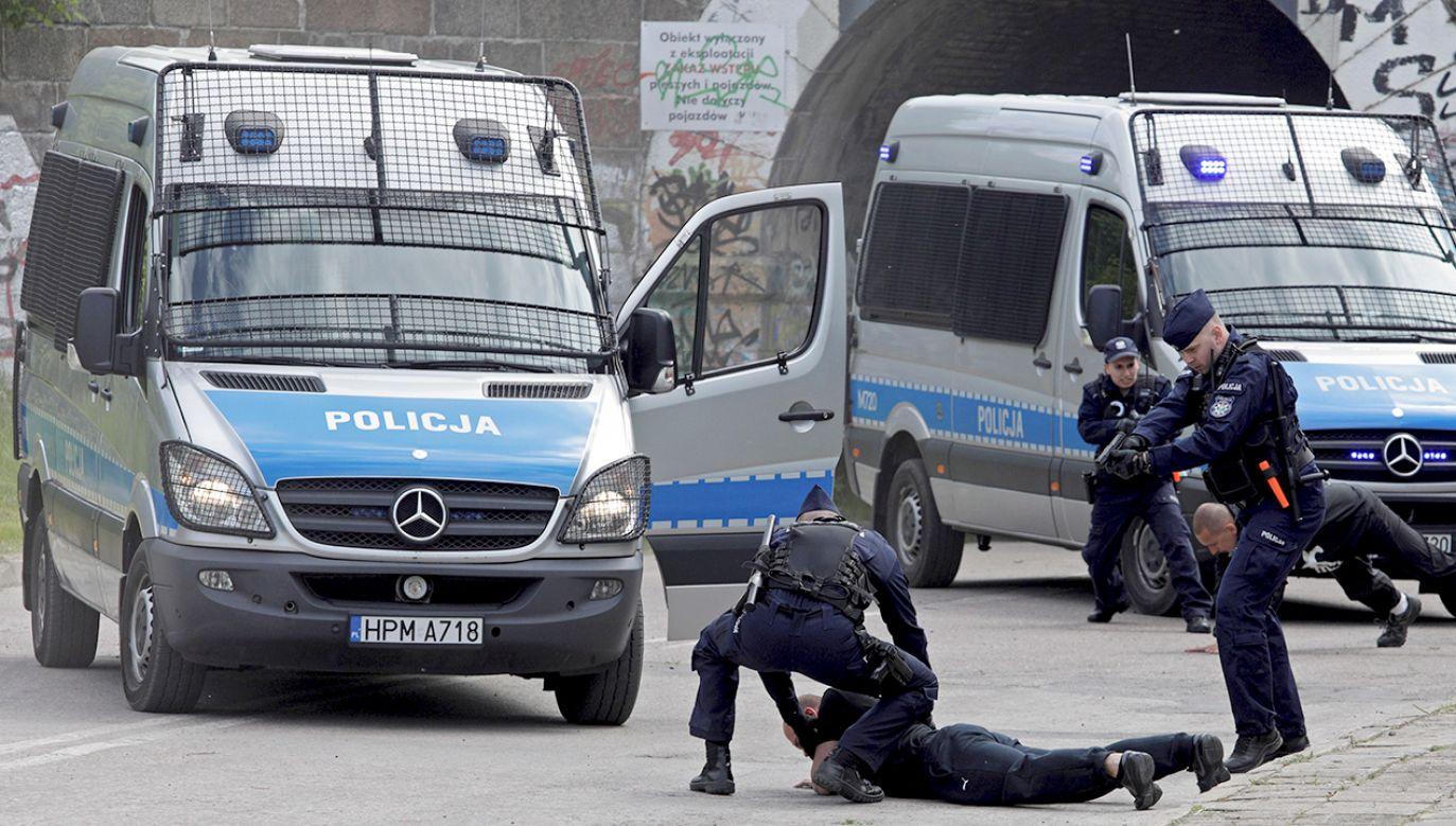 20-latek ukradł karetkę pogotowia (fot. zdjęcie ilustracyjne/PAP/Artur Reszko)