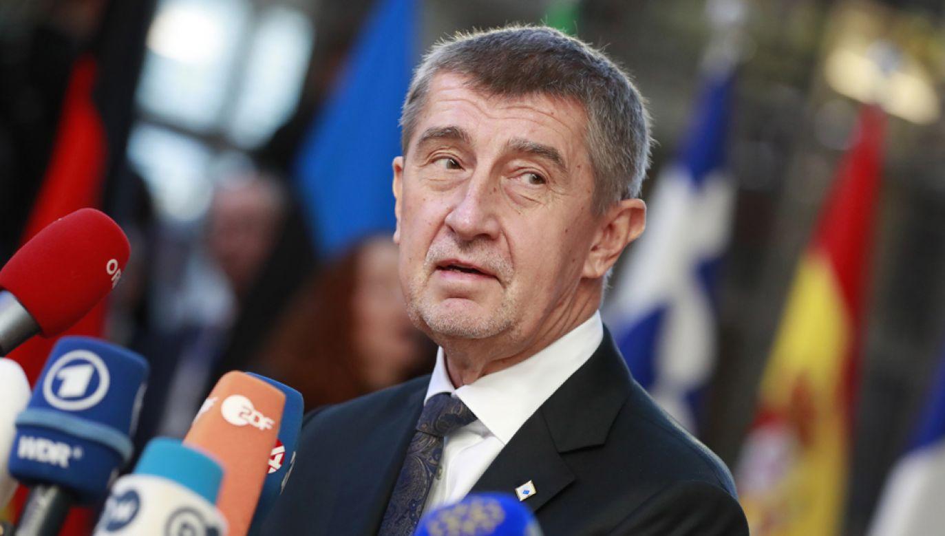 """Premier Czech Andrej Babisz znajdował się ostatnio w ogniu krytyki po skandalu związanym ze swoim synem oraz w związku z ogromnymi dotacjami unijnymi przyznanymi jego byłej firmie """"Agrofert"""" (fot. PAP/EPA/STEPHANIE LECOCQ)"""
