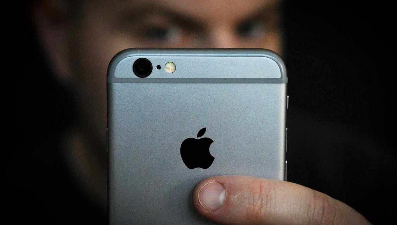 Apple wydało oświadczenie, w którym zaprzeczyło, że korzysta z systemów rozpoznawania twarzy w swoich sklepach (fot. Jaap Arriens/NurPhoto/Getty Images)
