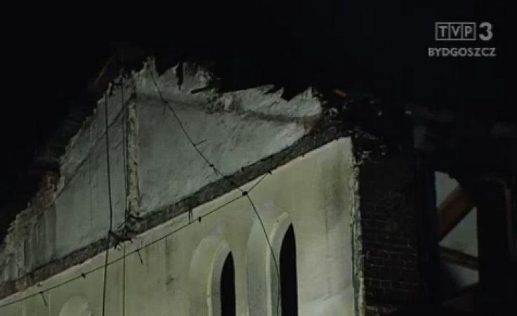 Zawalił się dach pustostanu w Grudziądzu