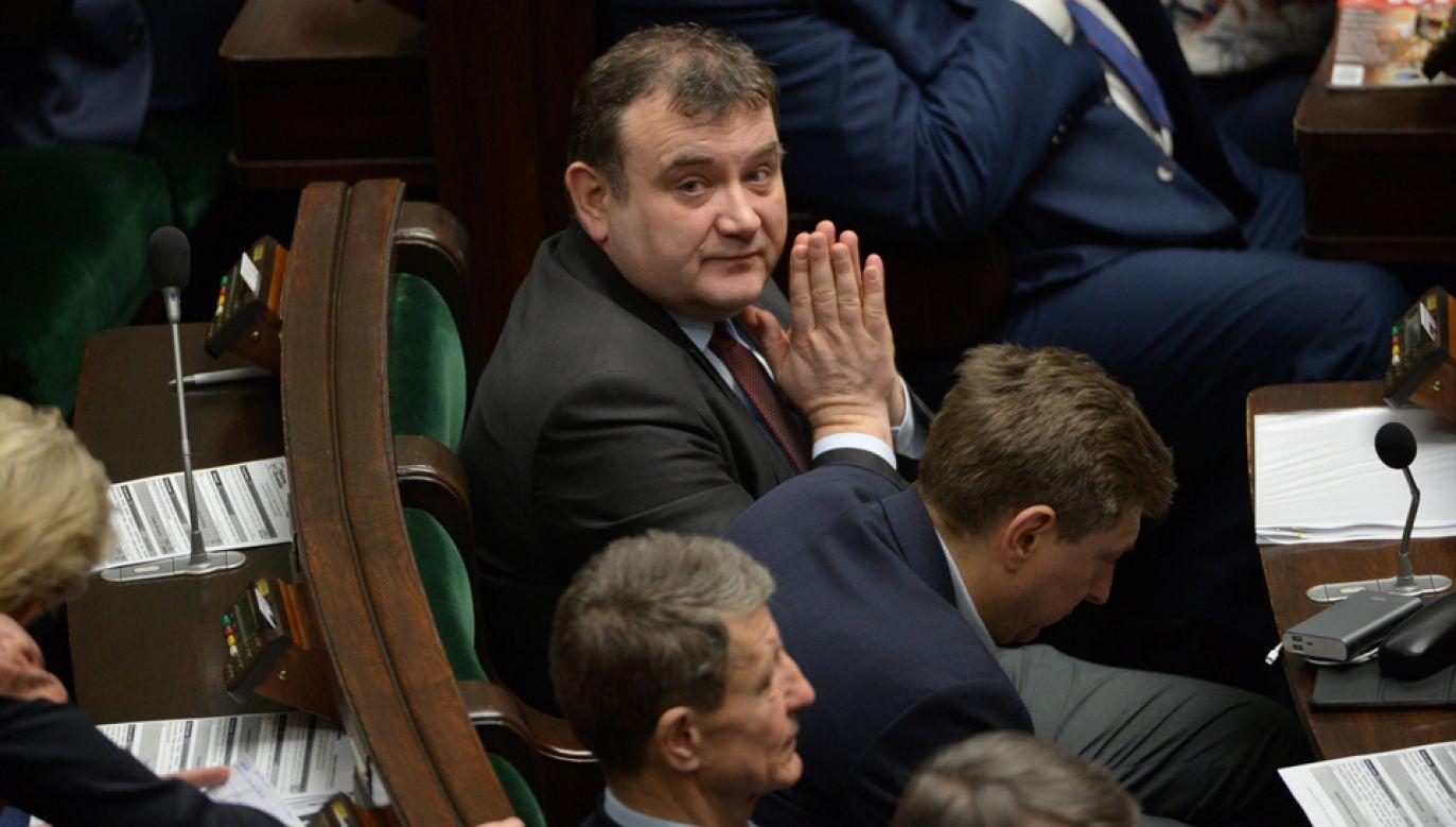 Poseł PO Stanisław Gawłowski (C) w Sejmie (fot. PAP/Marcin Obara)