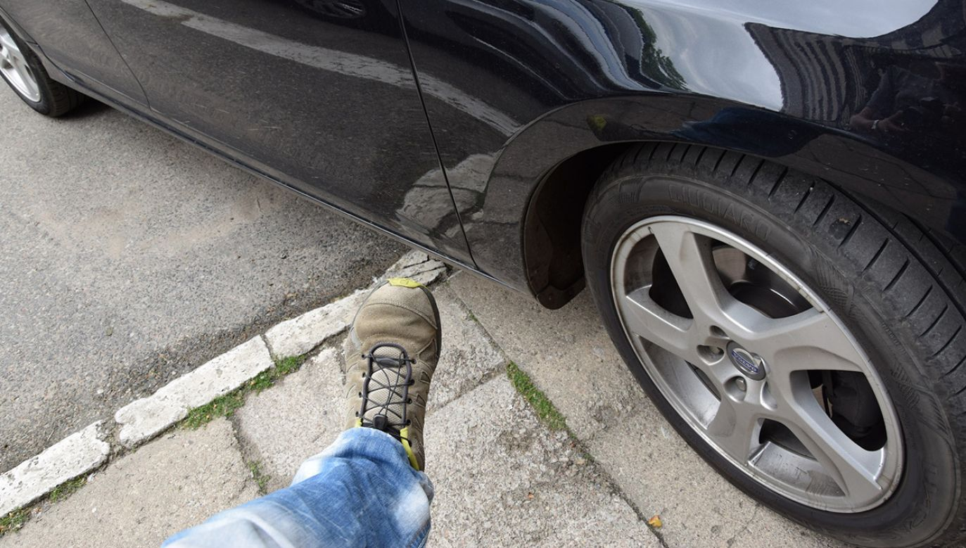 Mężczyzna nie chciał, żeby jego dziecko podróżowało autem w złym stanie technicznym (fot. elblag.policja.gov.pl)