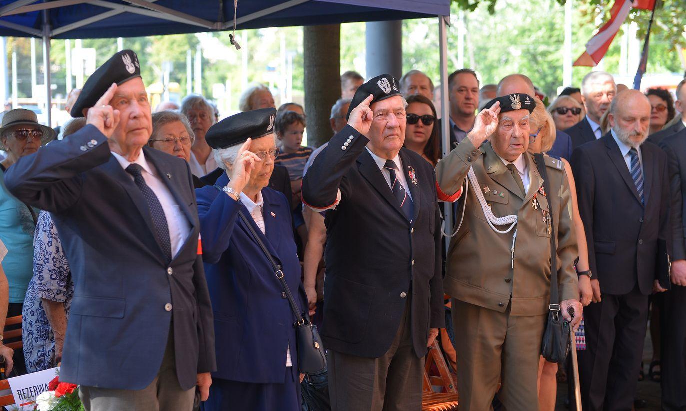 Uroczystości przed tablicą upamiętniającą płk. Antoniego Chruściela