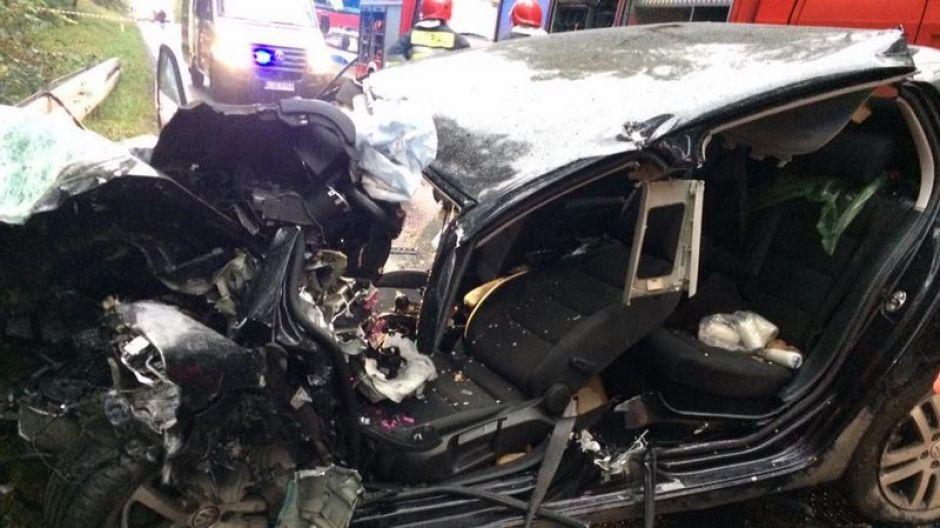 Wypadku nie przeżył kierowca golfa (fot. OSP Kamień Krajeński)