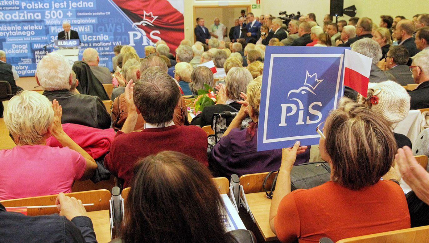 Jarosław Kaczyński spotkał się z elbląskimi wyborcami (fot. PAP/Tomasz Waszczuk)