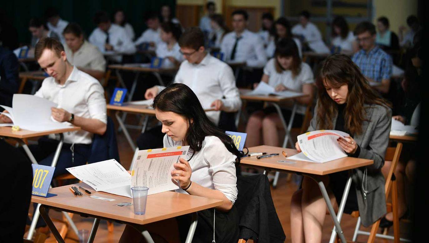 Nowelizacji prawa oświatowego ma pozwolći na to, aby wszystkie matury odbyły się (fot. arch. PAP/Bartłomiej Zborowski)