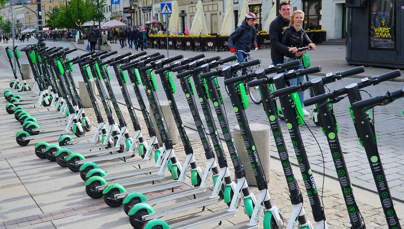 Dzisiaj stan prawny hulajnóg elektrycznych jest nieuregulowany. To stwarza zagrożenie dla pieszych (fot. Shutterstock/krakow.poland)