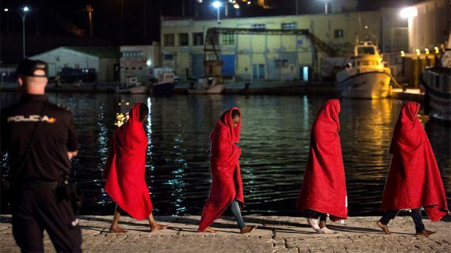 Przemytnicy ludzi wykorzystują szlak z Maroka do Hiszpanii (fot. PAP/EPA/Daniel Perez)