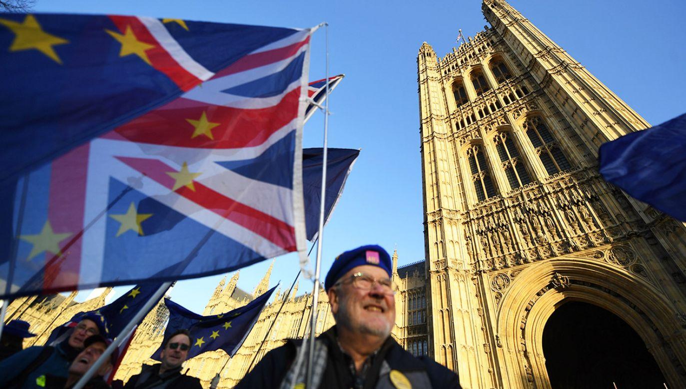 Premier Theresa May odłożyła przewidziane na wtorek głosowanie w Izbie Gmin nad umową w sprawie wyjścia Wielkiej Brytanii z Unii Europejskiej (fot. PAP/EPA/ANDY RAIN)